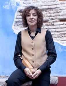 Raquel Ricart y Leal es una escritora valenciana nacida en Bétera, en 1962.