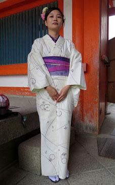 In Kyoto begegnet man öfter Frauen in schönen Kimonos.