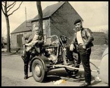 Leo Gijsen en Willy Neyens zijn vaste begleider, helper en mecanicien.