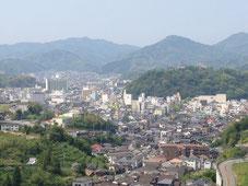 宇和島市内一望、市立病院でかい。