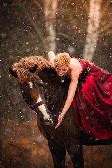 Фотосессии с лошадьми; Аренда лошадей для фотосъемки; Костюмированная фотосессия