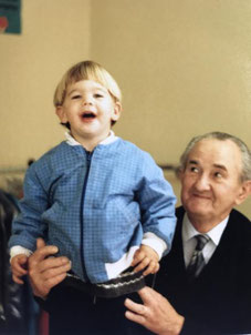 Ward op schoot bij opa Pierre