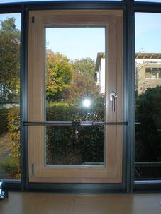 Fenstersicherung Hamburg - Gibt es preiswerte Nachrüstprodukte? Ja, für diese Fälle wurde eine Vielzahl von Nachrüstprodukten entwickelt, mit denen sich 95% aller Fenster und Türen auch nachträglich sinnvoll mechanisch absichern lassen