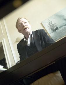 Otto Sander beim Interview über das Segeln. Die Welt. Helge Stroemer, Medienproduktion