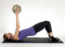 Krankengymnastik - Rückenübung mit Ball