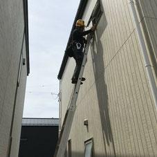 住宅とすまいの補修専門店トータルリペアホームでは屋根や外壁などの高所作業による補修も賜ります。
