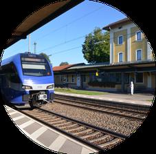 Bahnhof Übersee - nur ca. 10 Fußminuten von den Ferienwohnungen der Alten Gendarmerie Übersee entfernt
