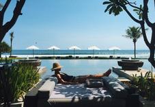 Story Bali Hotel am stand mit infinity Pool und guten Standards.