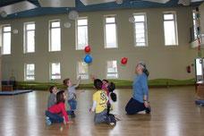 """5. Der """"Gasballon"""" ist schwerer als der Luftballon"""