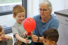 4. Der Ballon bläst sich von alleine auf