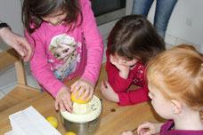 3. Zitronen auspressen