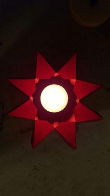 Advent: Roter Teelichthalter in Sternform