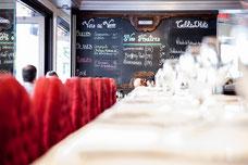 Photo du bar dans le restaurant Brasserie Le Pois Penché au centre-ville de Montréal prise par Marie Deschene pour Tourisme Montréal
