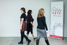 Des participantes marchent pendant une activité sur le leadership par Profession'Elle à Montréal au Québec prise par Marie Deschene photographe chez Pakolla