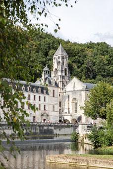 Ancien Abbaye nouvelle mairie Brantôme en Périgord Dordogne Région Nouvelle-Aquitaine France Europe photo été par Marie Deschene photographe Pakolla