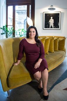 Photo portrait corporatif femme d'affaires hispanique  brune My Workshop CEO PDG Yasmina E. Jimenez à l'hotel Gault dans le Vieux-Montréal par Marie Deschene photographe Pakolla
