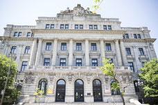 BAnQ Vieux-Montréal - Bibliothèque et Archives nationales du Québec dans le Vieux-Montréal photo prise par Marie Deschene photographe pour Tourisme Montréal