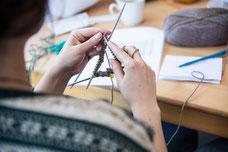 Atelier de tricot à la Société Textile à Montréal pendant le Festival FIKAS de 2017 photo prise par Marie Deschene photographe