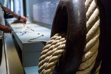 Panneau présente différents noeuds marins au musée Corderie Royale Rochefort Sud-Ouest Charente-Maritime Région Nouvelle-Aquitaine France Europe photo intérieure par Marie Deschene photographe Pakolla