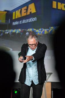 Photo du conférencier Jean-Jacques Stréliski pendant le congrès annuel de l'Association des directrices et directeurs généraux des caisses Desjardins au Fairmont Mont-Tremblant par Marie Deschene Pakolla