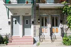 Appartements typiques du Quartier Le Plateau-Mont-Royal pendant l'été à Montréal photo prise par Marie Deschene photographe pour Tourisme Montréal