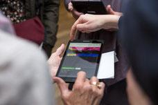 Photo de la tablette de la FSSPAD pour les enchères à l'encan durant la levée de fonds à Montréal par Marie Deschene