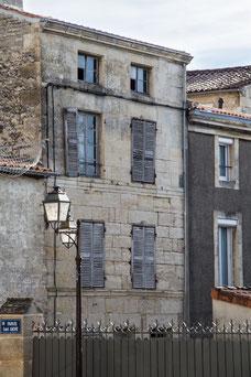 Vieille maison de ville en pierre Niort Marais Poitevin Région Nouvelle-Aquitaine France Europe photo par Marie Deschene photographe Pakolla