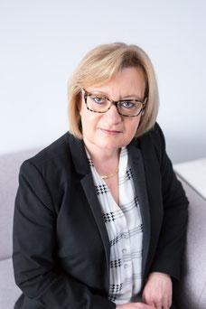 Photo portrait corporatif d'Agnès une employée comptable à Montréal prise par Marie Deschene pour Pakolla