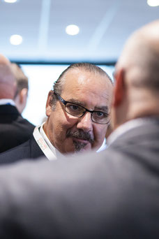 Two businessmen getting to know each other during an event of the Quebec Business District Congress CQAQ in Laval photo by Marie Deschene photographer for Pakolla