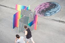 Art urbain sur Saint-Laurent, La Main à Montréal pendant le Festival MURAL photo prise par Marie Deschene photographe
