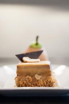 Les desserts à la poire et au caramel du Renoir le restaurant du Sofitel au centre-ville de Montréal photo prise par Marie Deschene photographe pour Tourisme Montréal
