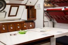 Photo de l'intérieur cabine du capitaine du sous-marin Onondaga du site historique maritime de la Pointe-au-Père à Rimouski Québec Canada par Marie Deschene Photographe
