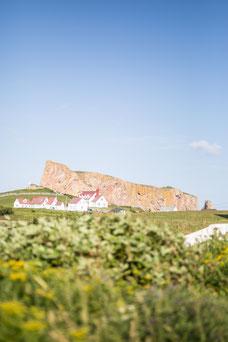 Photo du rocher percé à Percé en Gaspésie au Québec pendant l'été prise par Marie Deschene photographe pour Pakolla