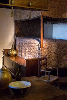 Lit à la duchesse dans une habitation au musée du Donjon de Niort Région Nouvelle-Aquitaine France Europe photo intérieure par Marie Deschene photographe Pakolla