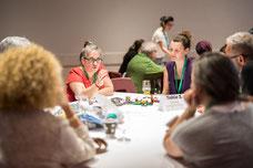 Photo de Claude Lavoie pendant un atelier de deux jours de congrès organisés par le Forum régional sur le développement social de l'île de Montréal FRDSÎM prise par Marie Deschene pour Pakolla