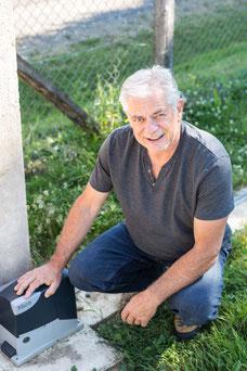 Portrait corporatif homme d'affaires aux cheveux blancs France Philippe Deschene C-automatique photo par Marie Deschene photographe pour Pakolla