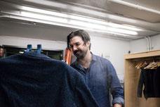 Photo des coulisses du Théâtre Desjardins à Lasalle Montréal avec Damien Robitaille lors de soirée pour la nouvelle programmation par Pakolla Marie Deschene