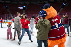 Group photo with Youppi the mascot of the Canadiens and an employee of Tourisme Montréal at the Bell Center in Montreal taken by Marie Deschene photographer for Pakolla