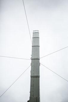 Photo Éole profil Cap-Chat éolienne axe vertical nuages gris Gaspésie Québec Canada par Marie Deschene photographe Pakolla