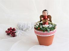 Weihnachtsgesteck mit Holzengel