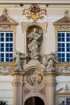 Eingang zum Vorhof der Stiftskirche