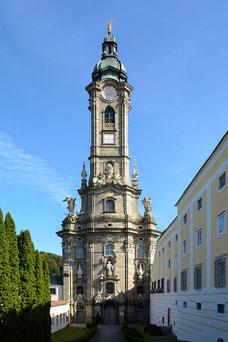 Westfassade der Stiftskirche Zwettl