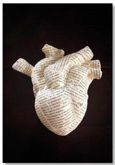 Adriana Torres YO SOY DE DIOS. Escultura de escayola cerámica. Cada enseñanza de Jesús nos conduce a ese mismo destino: el Amor.