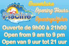Panneau avec les horaires d'ouverture de la piscine en français, anglais et néerlandais.