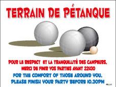 Panneau terrain de pétanque, merci de finir vos parties avant 22 heures en Français et Anglais