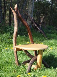 chaise danseuse en bois flottée covient aux enfants à partir de 4 ans