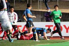 山田がこの試合3つ目のトライ