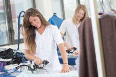 Versandreinigung-mueden.de, Meisterreinigung, zwei Damen bügeln