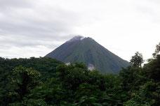 Vista del Volcan Arenal desde el Cerro Chato