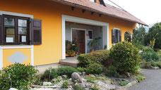 Neben der Vermietung der Ferienwohnungen betreibt Herta Ulbl ihr eigenes Frisörgeschäft in Fresing.